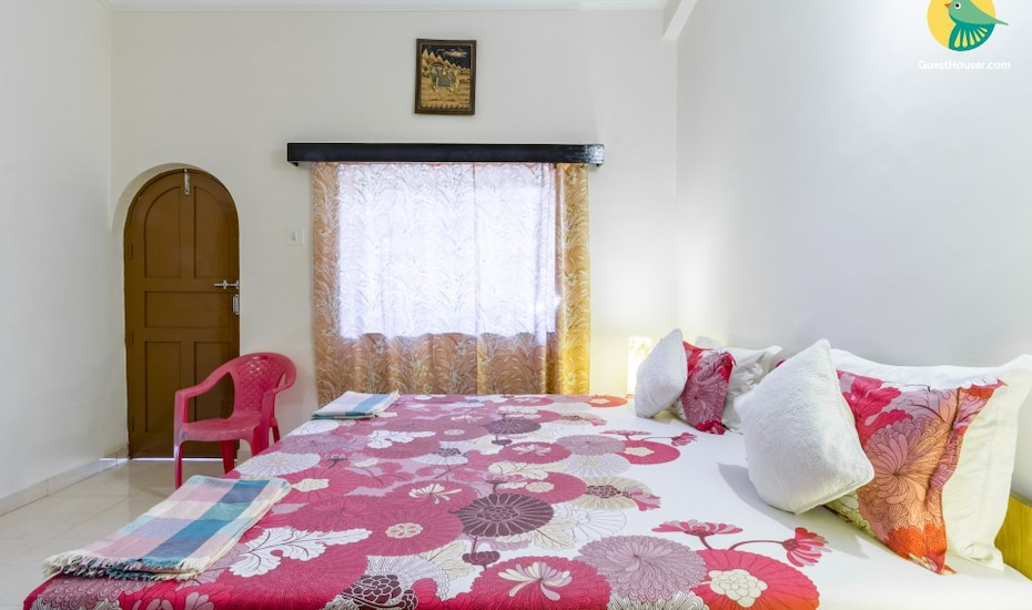 Well-furnished room for 2, 850 m from Candolim Beach, Escrivao Vaddo,