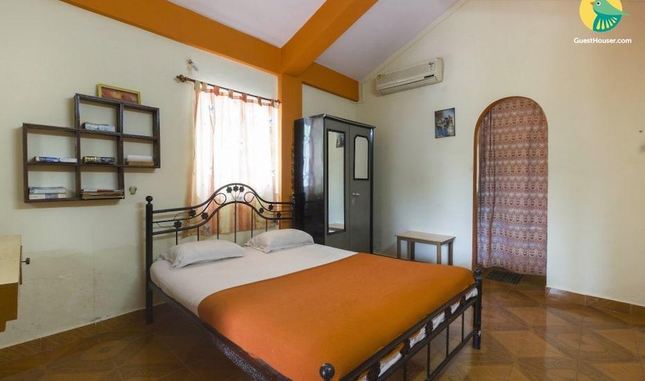 Capacious apartment for a small family, walking distance from Baga beach, Khobra Waddo,