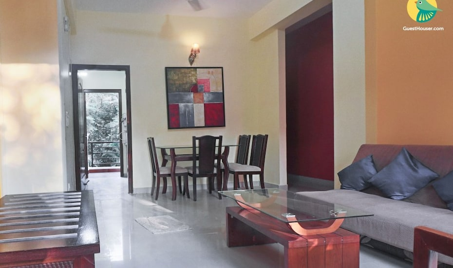 Elegant 2-BHK apartment with pool for a family retreat near Chapora beach,Goa