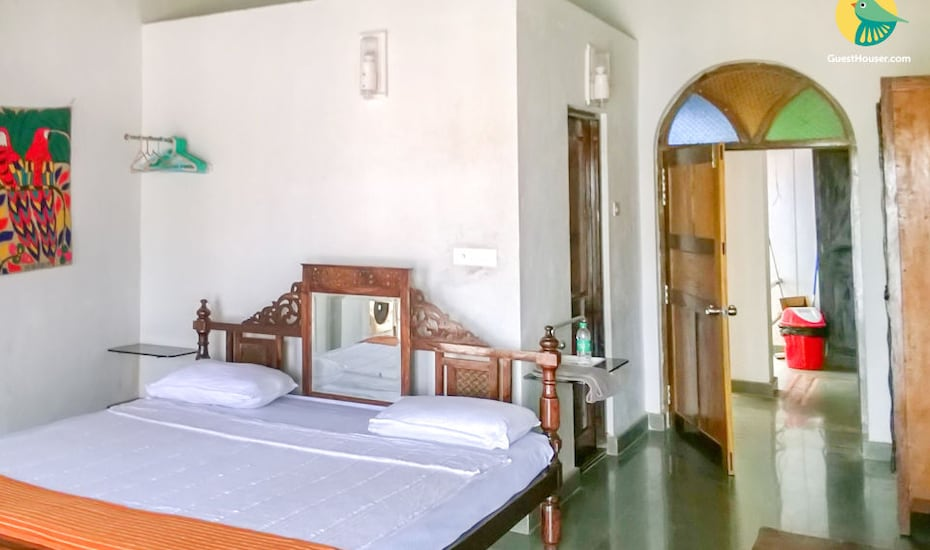 Riverside 4BHK heritage villa, ideal for a large group getaway, none,