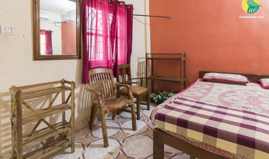 Restful stay for three, 900 m from Calangute beach, Bardez,