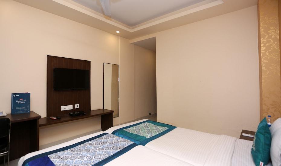Hotel Rail View, Ashok Nagar,