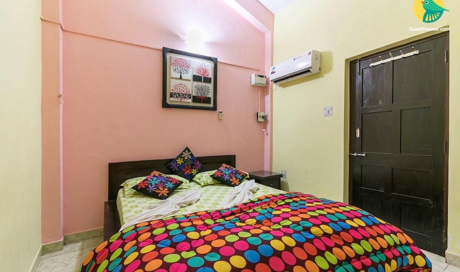 Vibrant 2 BHK apartment, 1 km from Candolim beach, Candolim,