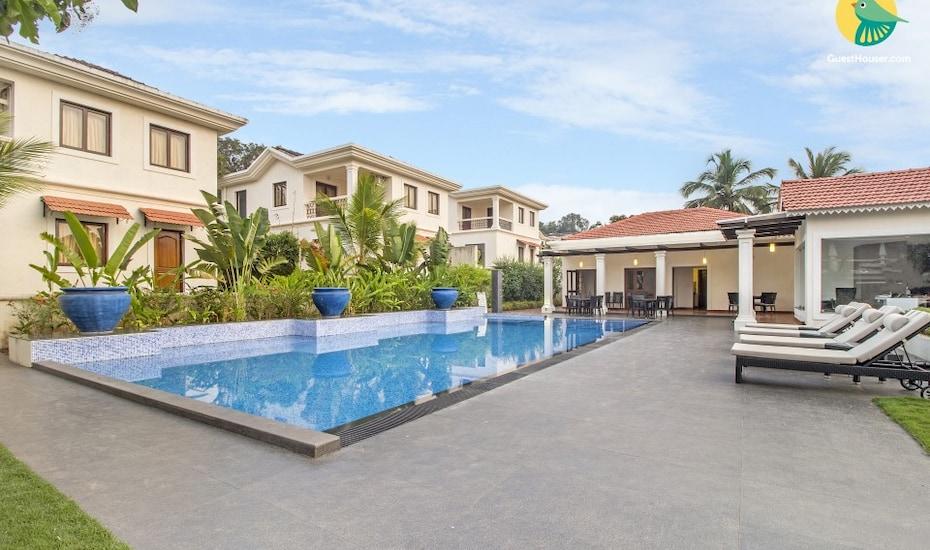 Contemporary 3-BR pool villa, 700 m from Coco beach, Socorro,