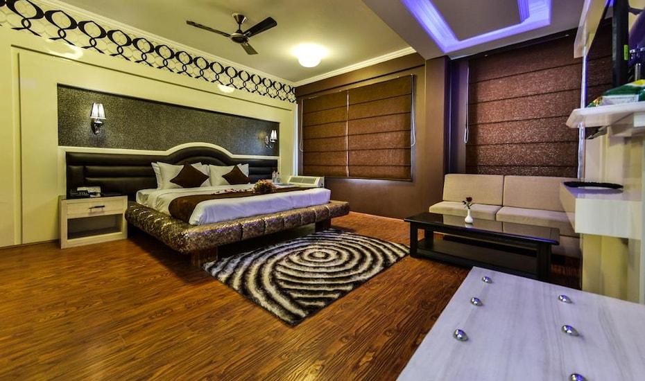 Hotel Samci Riviera, Raj Bagh,