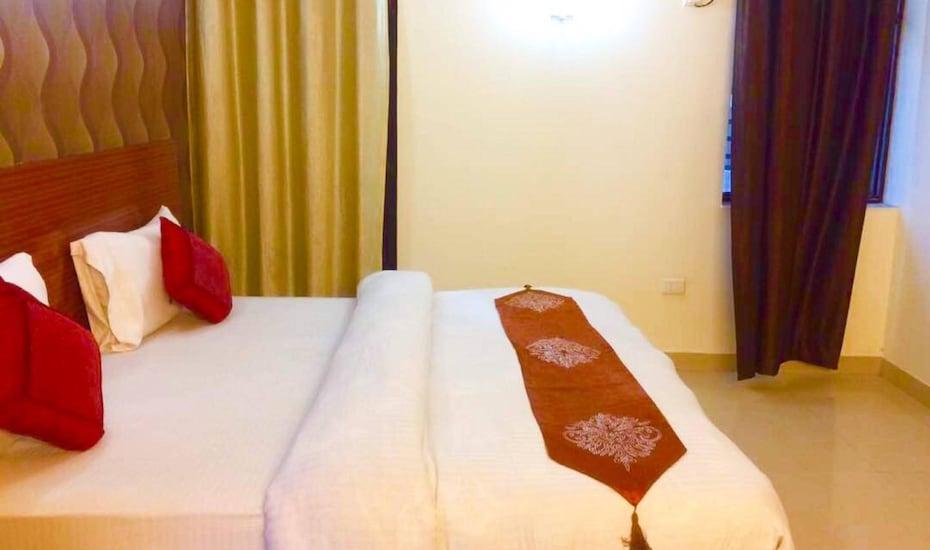 D'S Mezbaan Hotel, Sector 39,