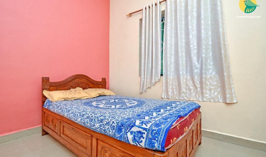 Charming 2-BR stay, 1 km from Anjuna Beach, Anjuna Beach Road,