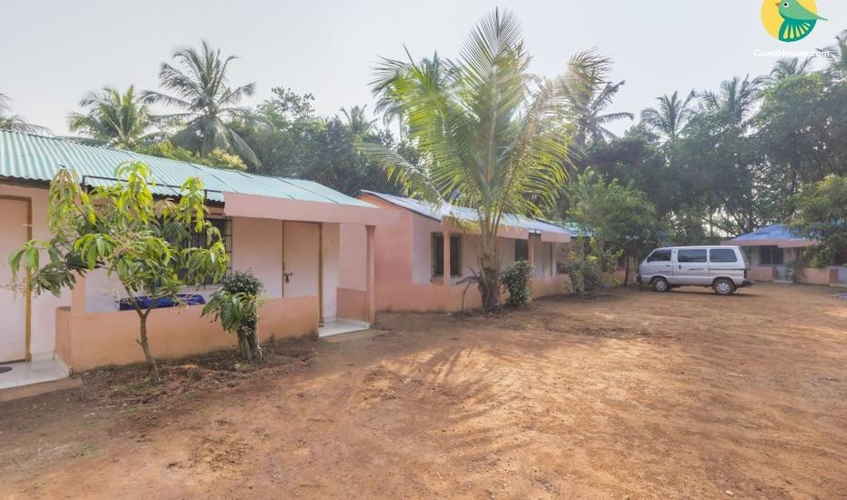 Rustic stay for a backpacker, 50 m from Arambol Beach, Arambol,