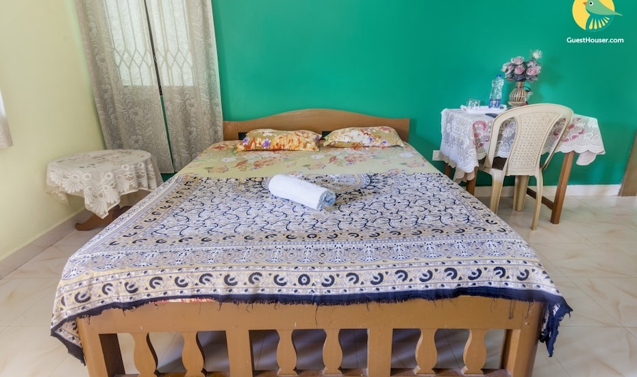 Cheerful stay for a large group, 400 m from Benaulim Beach, Benaulim,