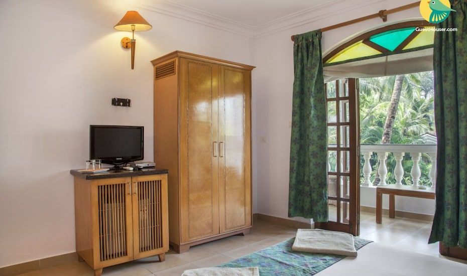 Lavist boutique room with a pool, 200 m from Baga beach, Baga,
