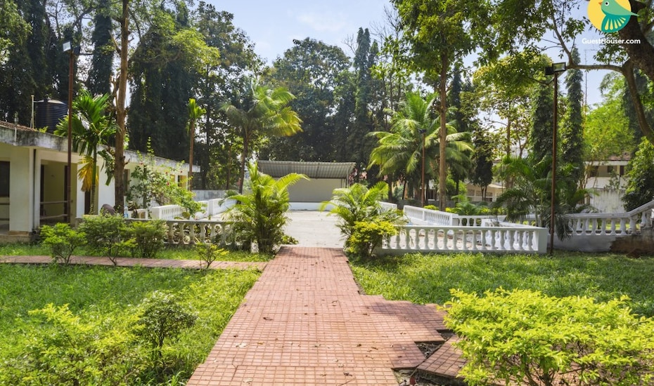 2-bedroom cottage with a swimming pool, 3.9 km from LPK waterfront club, Betim,