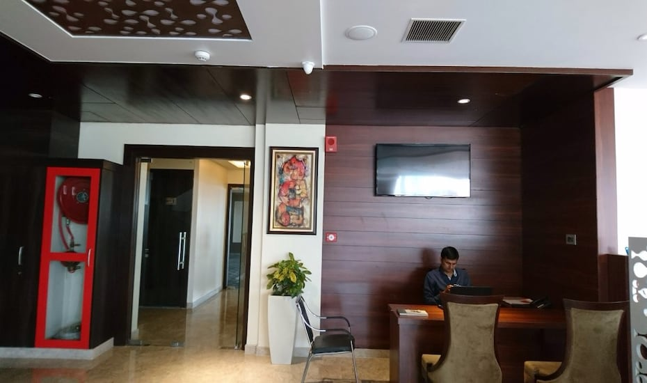 Hotel Ranbirs, Viraj Khand,