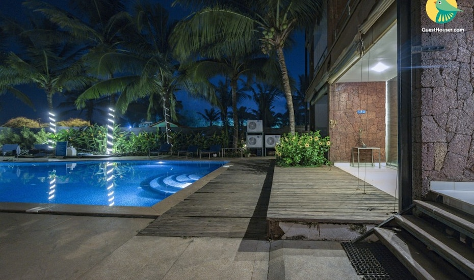 Couples retreat in a sea-facing villa, 250 m from Candolim Beach, Candolim,