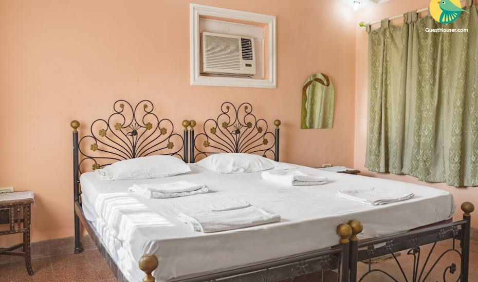 Tranquil stay for a couple, 400 m from Varca Beach, Varca,