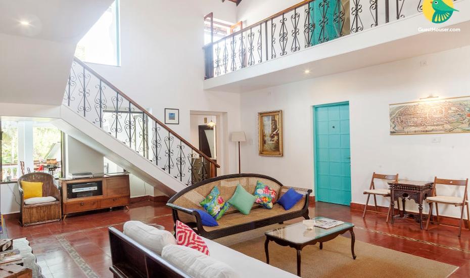 Opulent 8-BR cottage for a large group, located on Divar island, Divar Island,