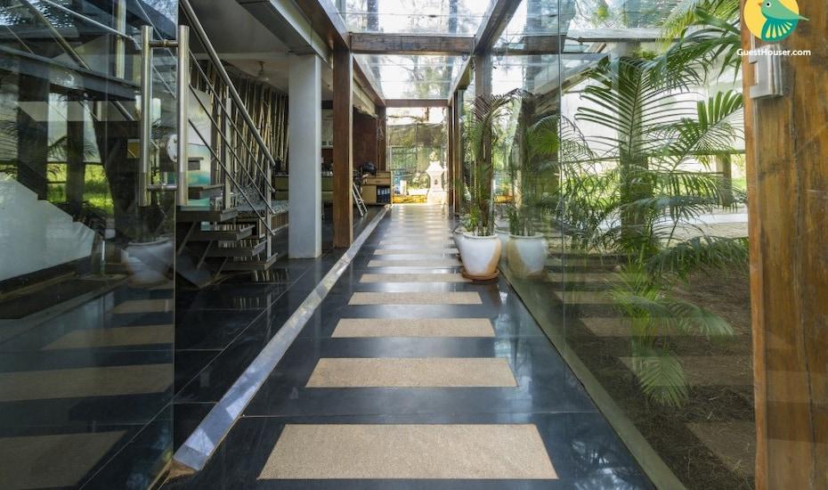 Contemporary villa for three, 230 m from Candolim Beach, Candolim,