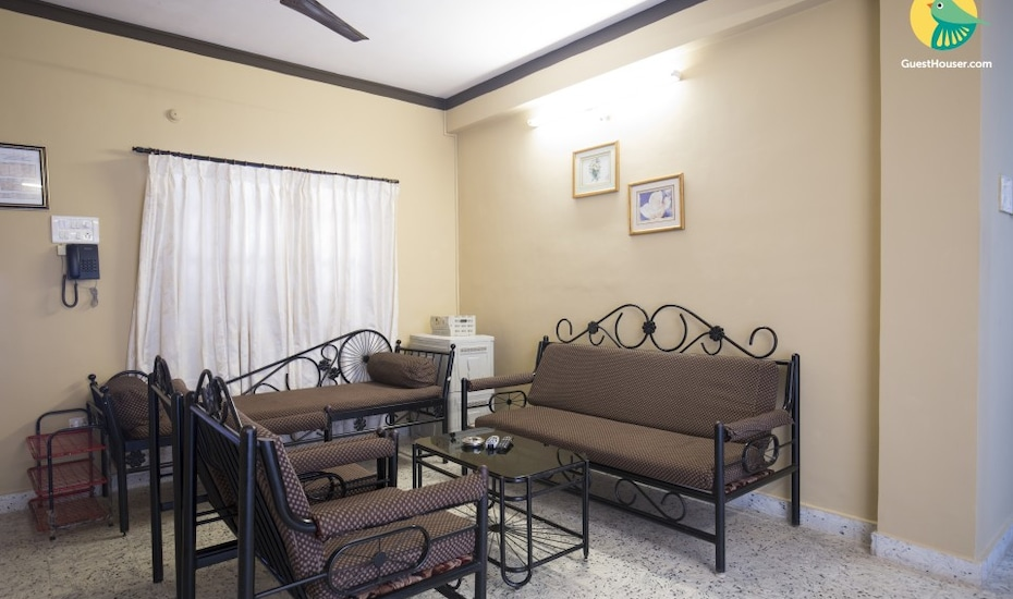 Well-appointed 2-bedroom apartment, 1.4 km from Candolim beach, Candolim,