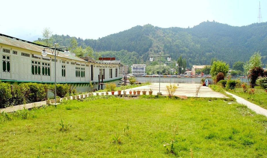 Golden Ship Resort, Dal Lake,