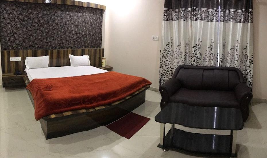 Hotel Taj, none,
