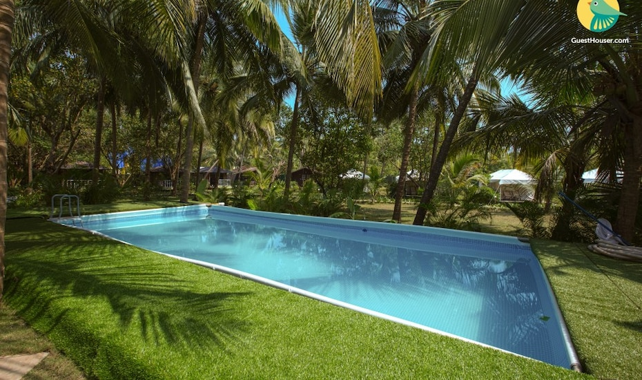 Beach-facing cottage with pool, 800 m from Morjim Beach, Pernem,