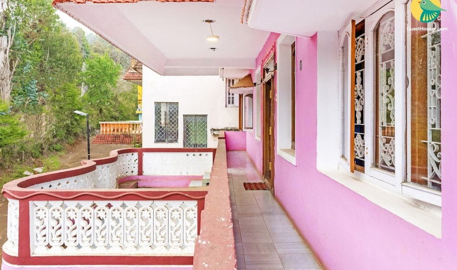 Vibrant stay with a homely touch, short walk from Ooty lake, none,