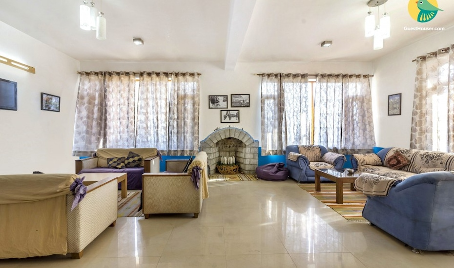 Pretty room in a cottage with a view, 800 m from Hanuman Temple, Nehru Kund,