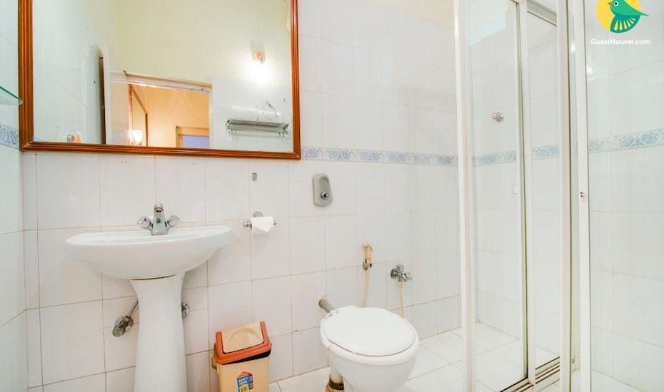 Well appointed room for comfortable stay, Salcette,