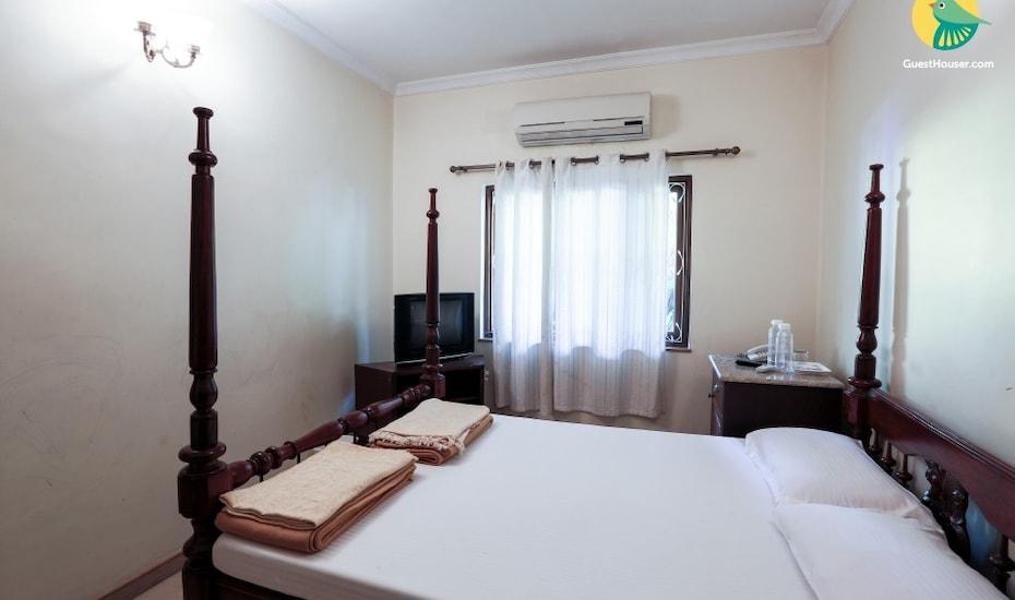 Classic 4-bedroom pool villa lush with greenery, Nagoa,