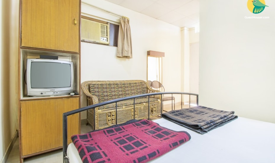 Well-appointed stay for three, close to Albert Hall, Raja Park,