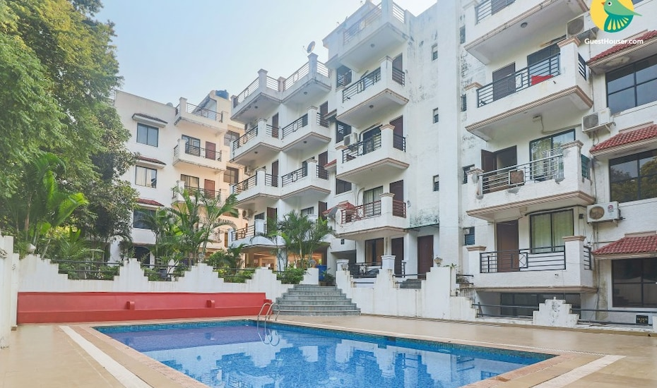 Elegant 2-BHK apartment with pool for a family retreat near Chapora beach, Vagator,