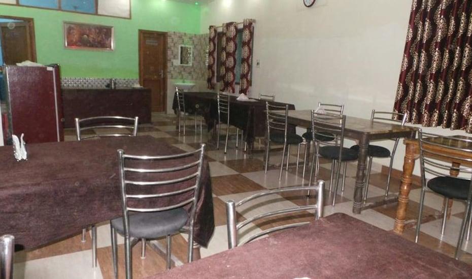 Hotel Dev Palace, Taj Ganj,