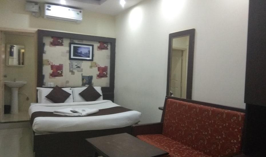 Prakash Palace, Sayyaji Rao Road,