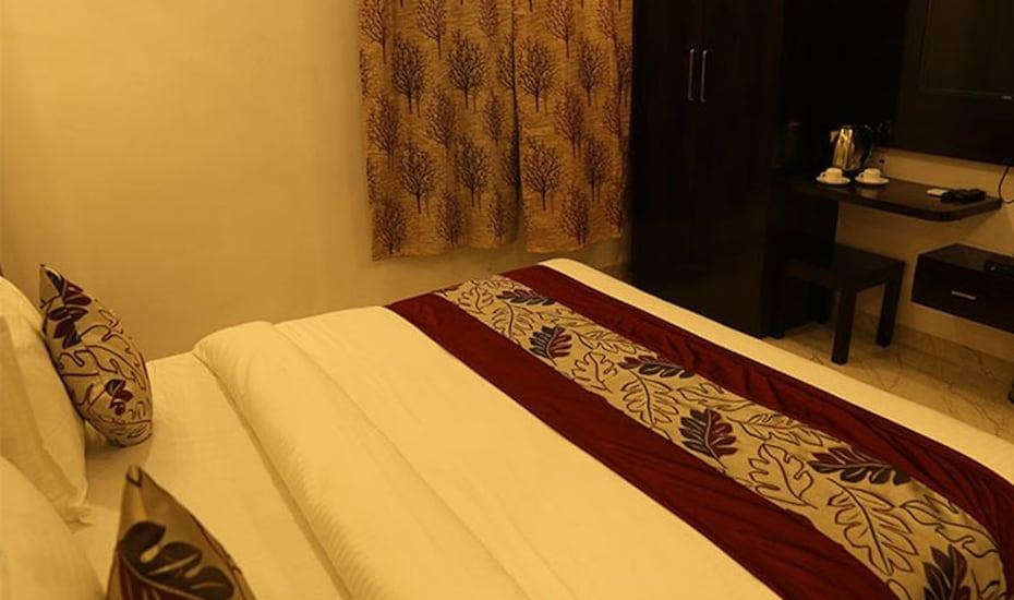 Shri Nakshatra Excellency, Pal Road,