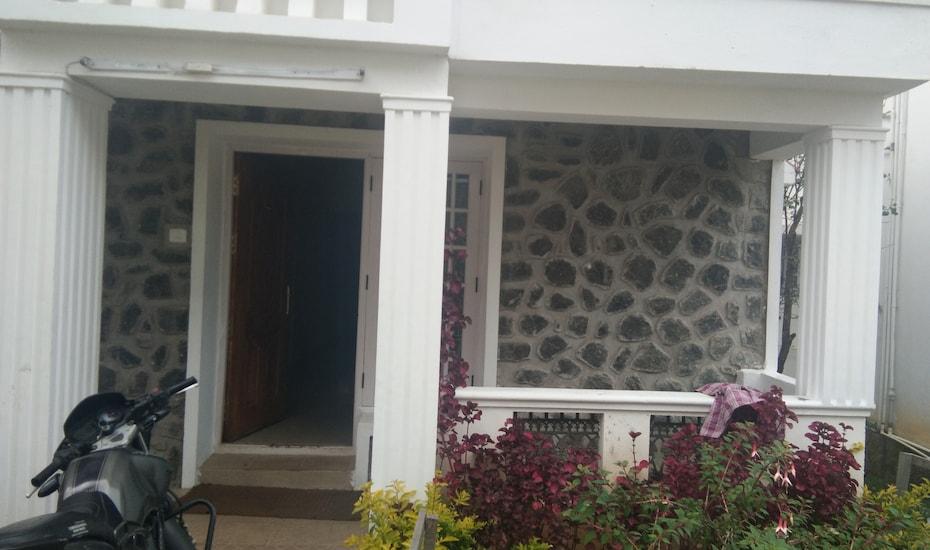 Sri Cottage, none,
