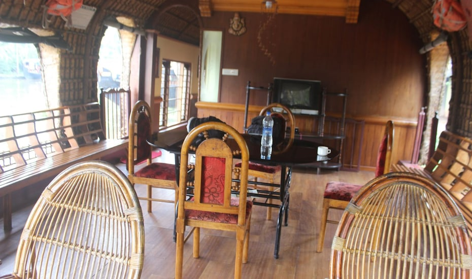 River Queen two bed deluxe housebaot, Finishing point,