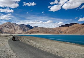 Srinagar to Manali Bike Trip via Ladakh