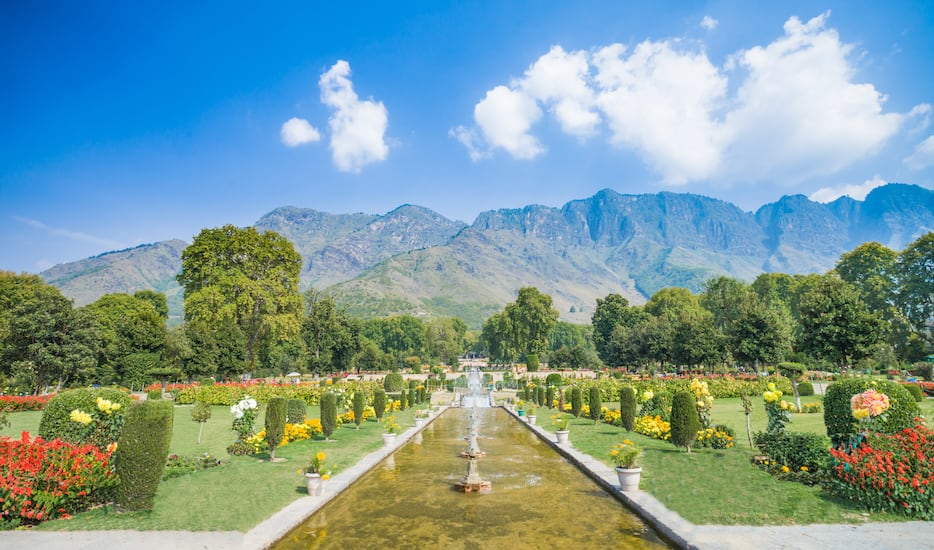 Book delighted srinagar getaway with gulmarg deluxe tour Mughal garden booking