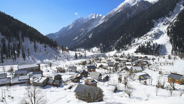 Scenic Kashmir with Vaishno Devi & Shikara Ride (Deluxe)
