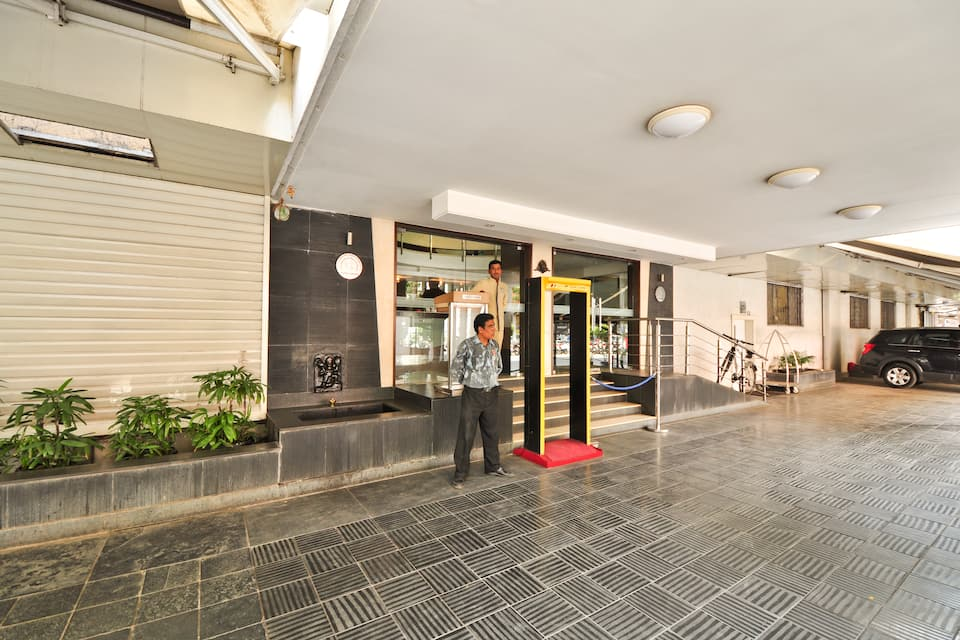 Kapila Business Hotel, Dhole Patil Road, Kapila Business Hotel