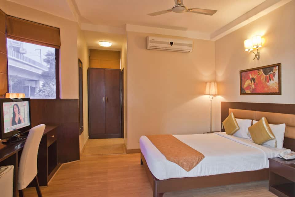 Hotel Clarks Inn - Kailash Colony, South Delhi, Hotel Clarks Inn - Kailash Colony