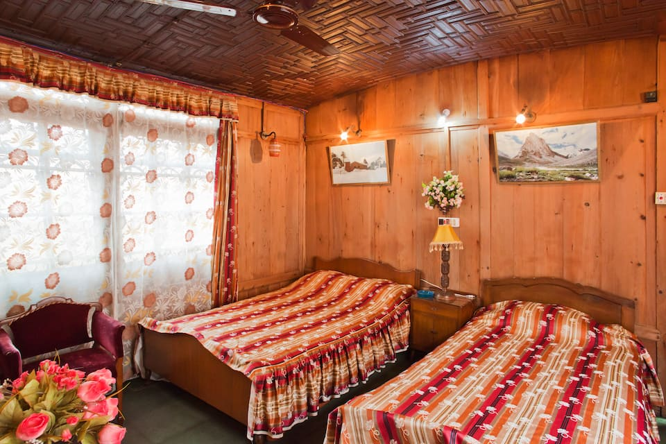 New Lucky Star Group of Houseboats, Golden Dal Lake, New Lucky Star Group of Houseboats