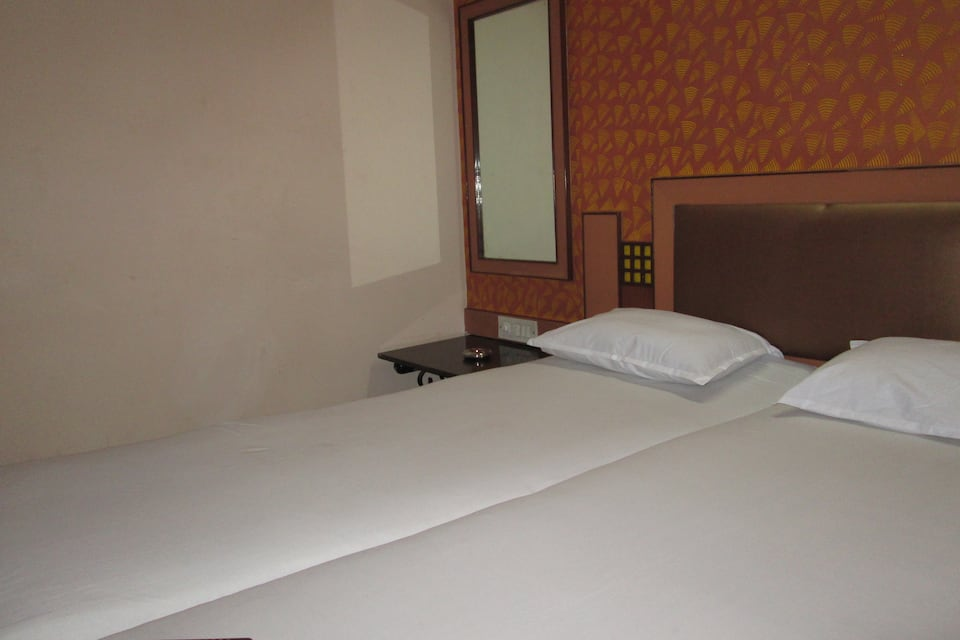 Navrathna Residency Lodging And Boarding, Dahisar, Navrathna Residency Lodging And Boarding