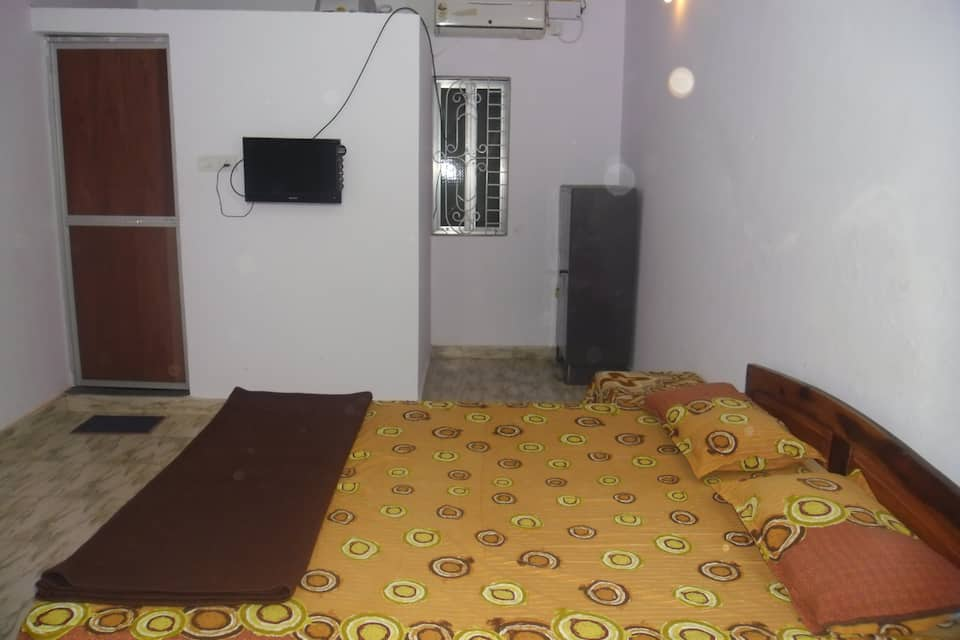 Isotope Guest House, Morjim Beach Road, Isotope Guest House