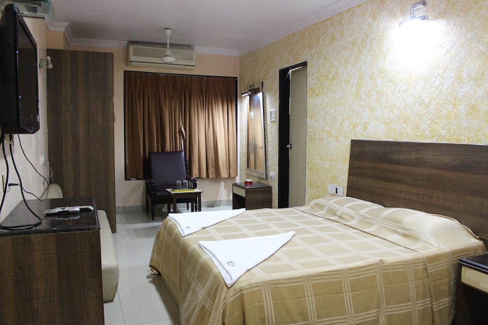 Hotel Unicontinental, Khar Station Road, Hotel Unicontinental