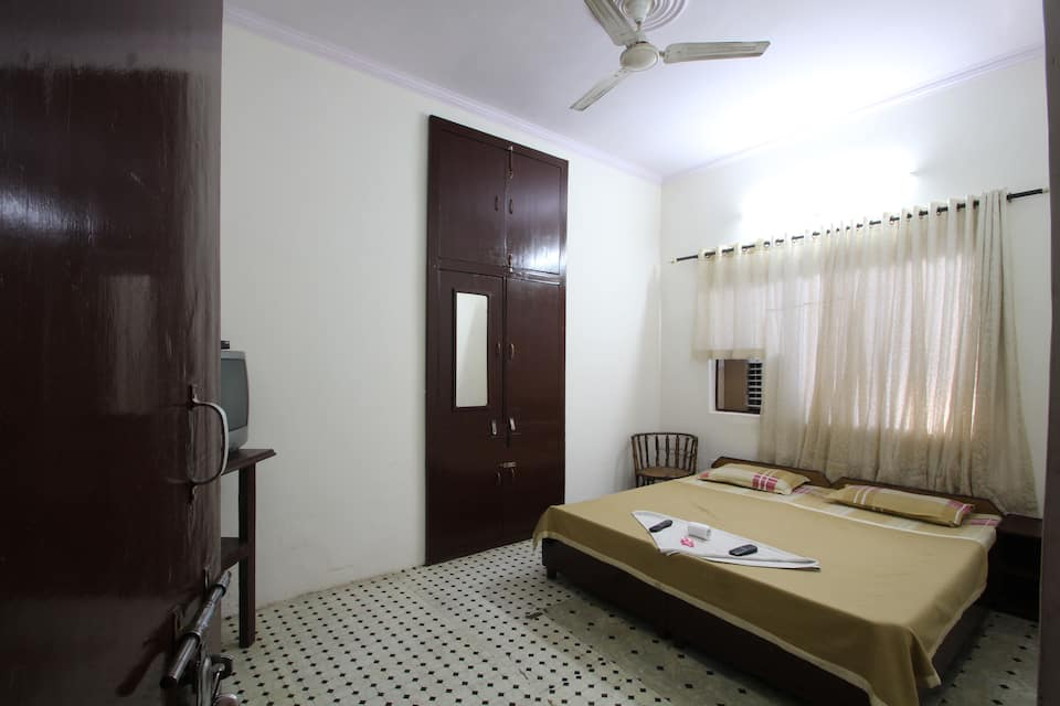 Agra Paying Guest House, Shamsabad Road, Agra Paying Guest House