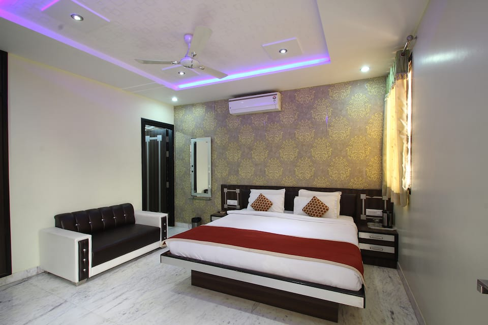 Hotel 9 Star, Walking Distance from Taj Maha, Hotel 9 Star