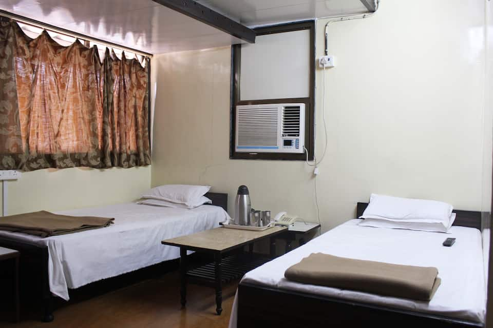 Novelty Guest House, Kalbadevi, Novelty Guest House