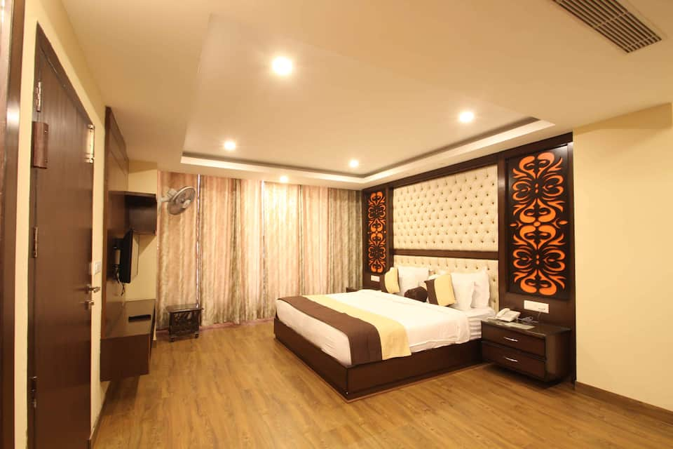 The Pearl Grand, Saharanpur Road, The Pearl Grand