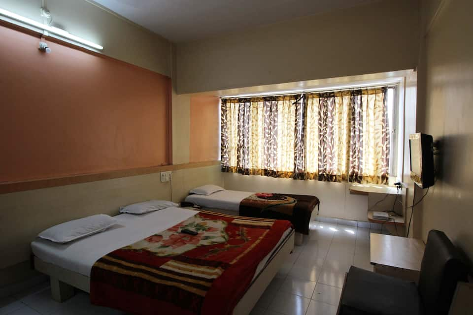 Hotel Tourist International, Mangalwar Peth, Hotel Tourist International
