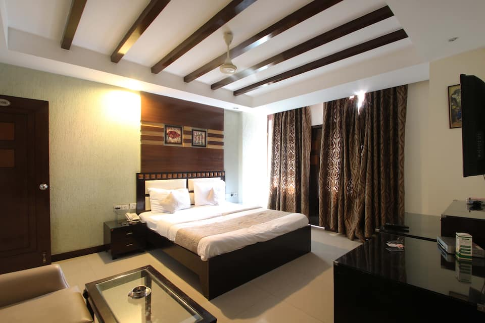 Hotel Luxury 8, Greater Kailash, Hotel Luxury 8